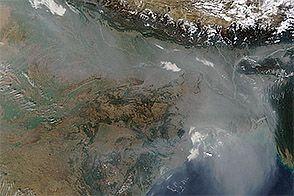 Haze over the Indo-Gangetic Plain : Natural Hazards : NASA Earth Observatory