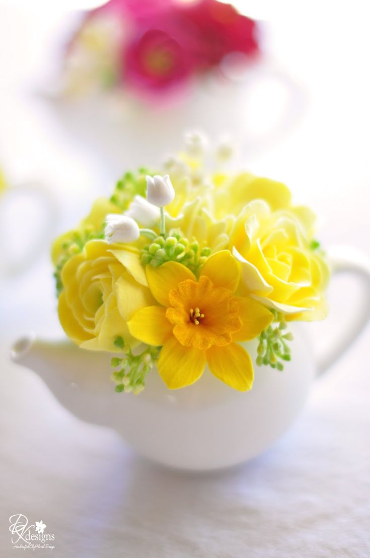 Mother's Day Tea Party Decor: Mini Teapots filled with hyacinth, ranunculus, roses & daffodils / DK Designs