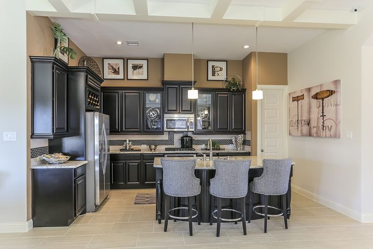 Gehan homes kitchen black cabinets grey shairs tan for Kitchen cabinets houston