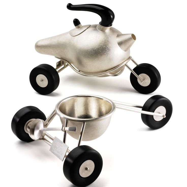 Teapot on wheels! Coilin O Dubhghaill made this for Billy Connelly