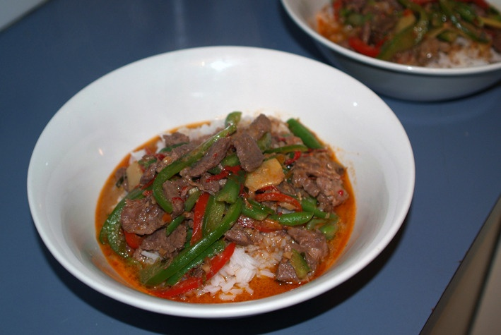 Crock Pot Thai Red Beef Curry with Nuts | savour | Pinterest
