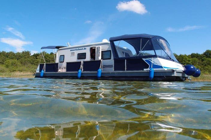 Es klingt wie ein Traum - mit dem Wohnmobil über den See schippern. Du denkst das geht nicht? Dann zeigen wir dir wie Camping auf dem Wasser möglich wird.