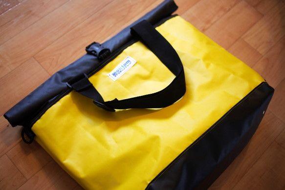 荷物が沢山持ち運べるトートバッグお気に入りのツートンカラーを選んで、自分だけの防水バッグをオーダーできます。深型トートやショルダーバッグに変身します。普段使い...|ハンドメイド、手作り、手仕事品の通販・販売・購入ならCreema。