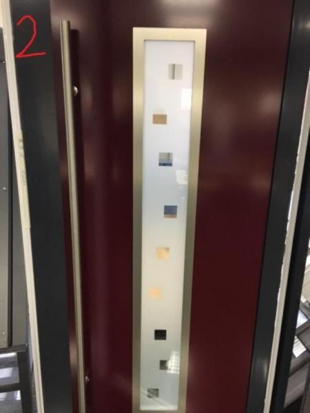 Wir verkaufen unsere Ausstellungstüren und Mustertüren sowie Türen aus Überproduktion für Kunden da wir unsere Ausstellung in Bielefeld umbauen und erweitern. Die Türen können sofort in unserem Betrieb in Bielefeld besichtigt und abgeholt bzw.mitgenommen werden.Breite: 1080 mm Blendrahmen AussenHöhe: 2150 mm Blendrahmen AussenProfil: Heroal 72 mmDrehrichtung: DIN LinksFarbe: aussen: 7016 Innen: 3003Modell: Iberis ( Sondermodell )Verglasung: 2-fach Sandstrahlmotivweitere Fragen oder…
