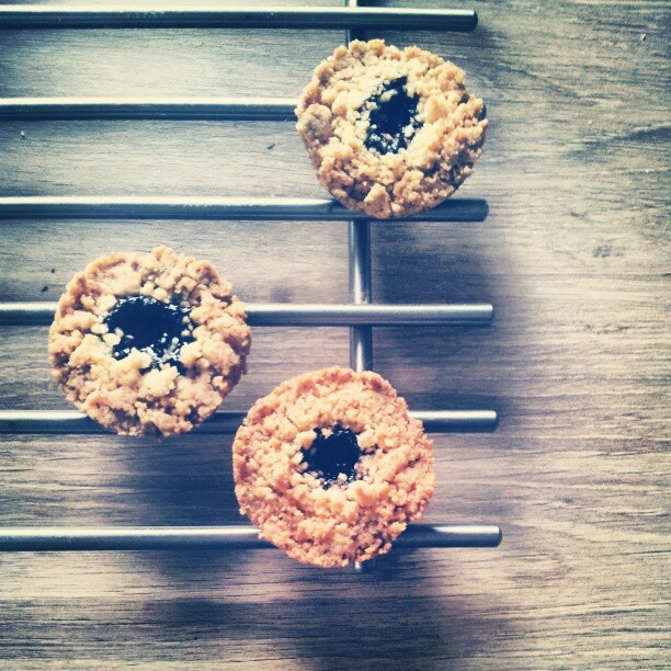 linzer cookies with streusel and jam