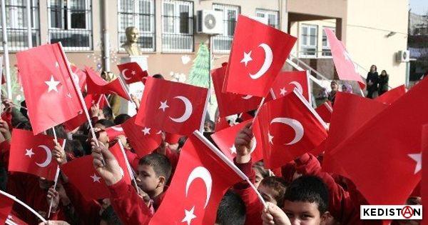 République, Etat, Nation, Patrie, quand le gavage d'enfance se fait lourd, et le rouge du drapeau devient le sang des autres.