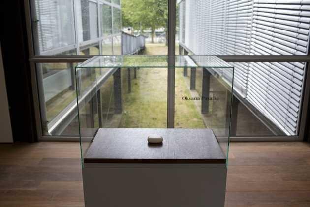 Oksana Pasaiko, Short sad text (based on the borders of 14 countries) (2004-2005). © Jordi Huisman, Museum De Paviljoens