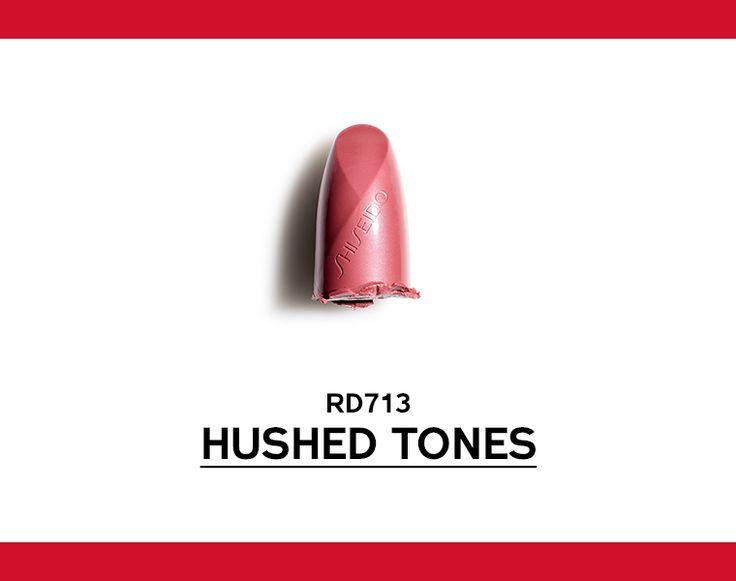 Rosso rosato caldo. Una sfumatura di rosso discreta e raffinata. #ROUGEROUGE