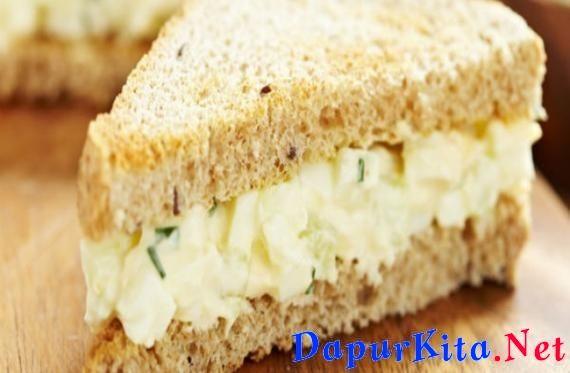 Bahan:6 butir telur2 sendok makan mayonaise1 butir bawang merah cincangDaun seledri sesuai selera1 sendok teh merica bubuk1 sendok makan mustard1/2 potong paprika cincang8 potong roti gandumSayur Sla sesuai seleraTomat sesuai se