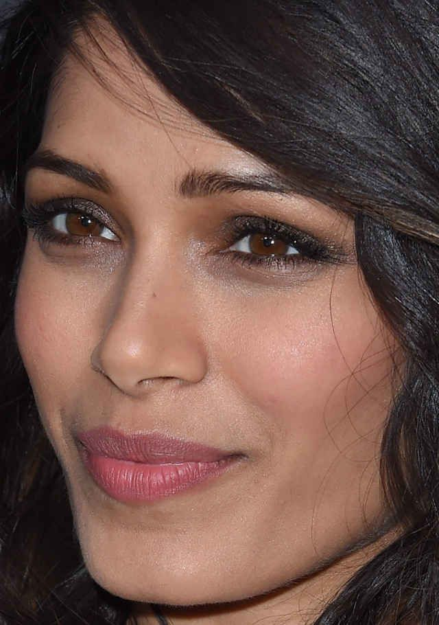 Close-up of Freida Pinto at the 2016 premiere of 'Two Bellmen Two'.