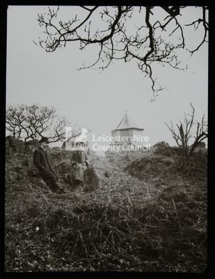 LS1989 - Edwardian couple at Bardon Hill