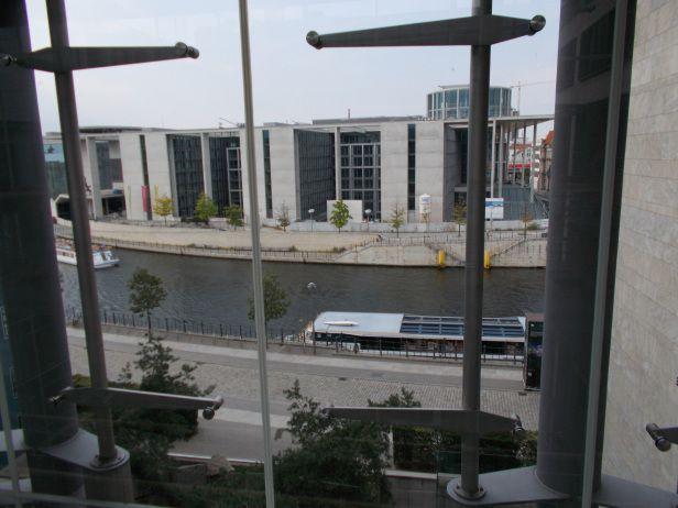 #regierungsviertel #berlin #szprewa #spree #rzeka #architektura #przewodnik