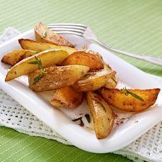 Die knusprigen Kartoffelspalten heißen auch Potatoe Wedges und gelingen ganz unkompliziert im Backofen. So einfach geht's mit unserer Anleitung Schritt für Schritt!