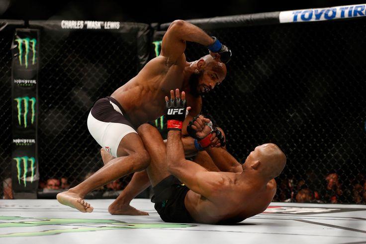 Em luta dura, Yoel Romero derrota  Ronaldo Jacaré na decisão dividida  @canalCombate