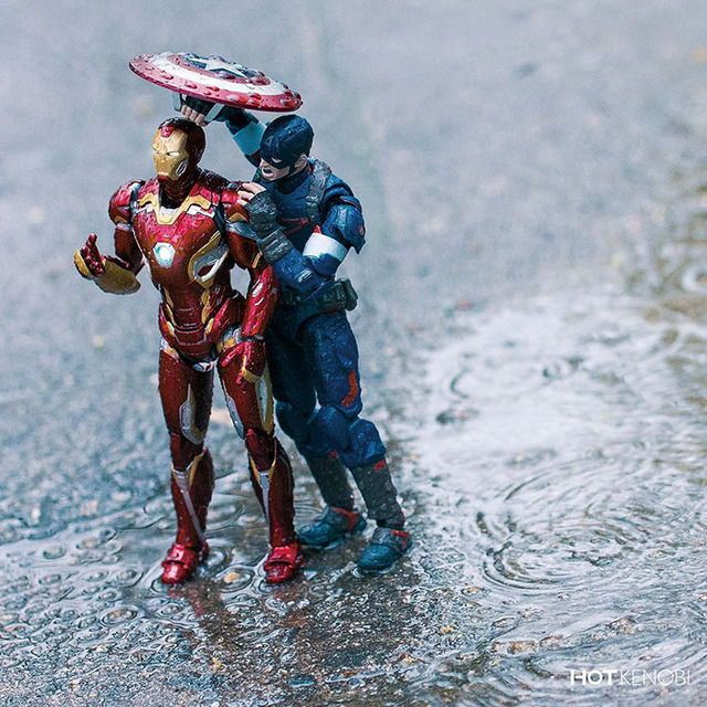hot.kenobi Action figure photography: Steve & Tony in the rain