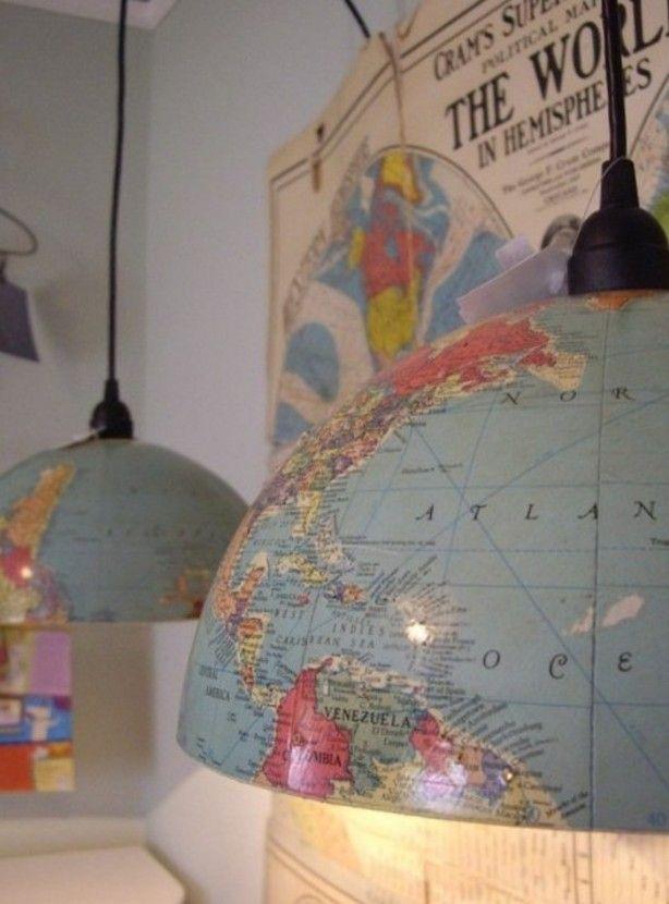 Een geweldig leuk idee. Een werledbol in tweeen en gebruikt als lampenkap!