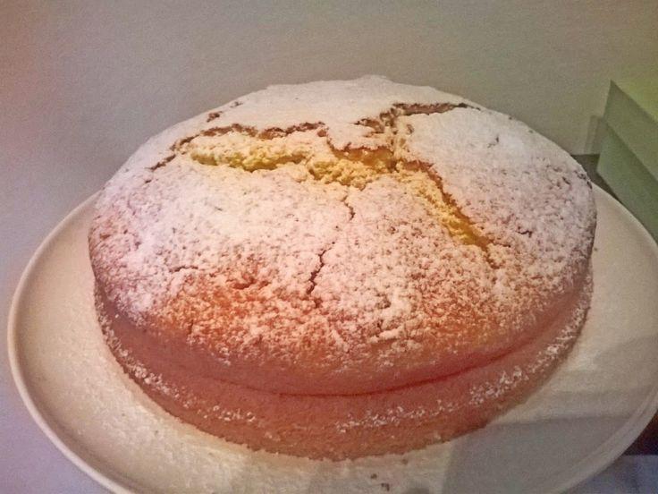 la torta proteica al limone e vaniglia resta soffice a lungo, si prepara un poco tempo e si può personalizzare secondo i propri gusti e macros