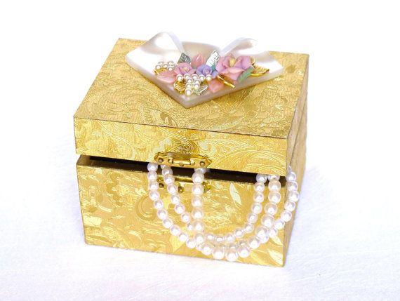 Schmuckkästchen Geschenk Box gold weiß pink mit Perlen von LonasART