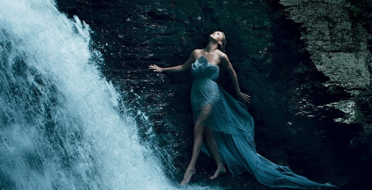 Annie Leibovitz' photo of Charlize Theron for Vogue.