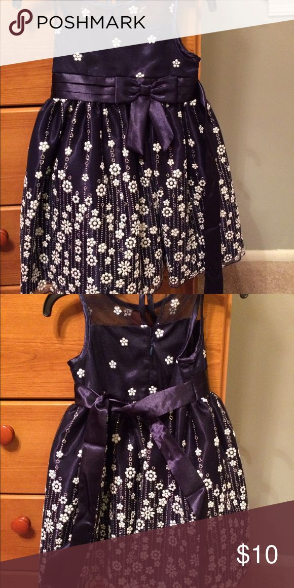 Toddler Holiday dress Excellent condition. Worn once for two hours Dresses Formal