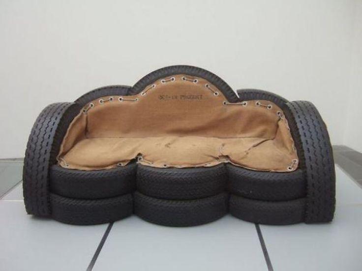 Canapé pour deux au design très « récup » grâce aux pneus