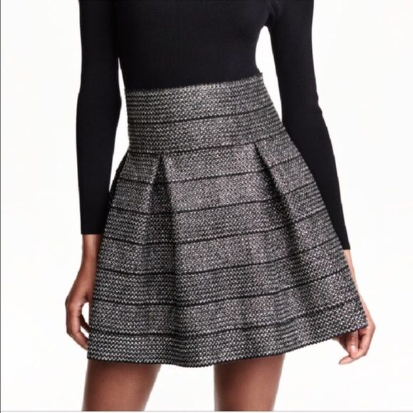 H&M sparkle fit and flare skirt retro style Super cute NWT gives stretch at waist. H&M Skirts Circle & Skater