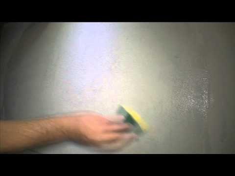 Schimmels badkamer plafond verwijderen - YouTube
