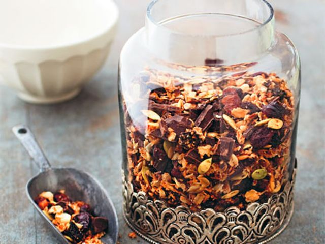 Toasted muesli with raw chocolate (chef Elisabeth Johansson)