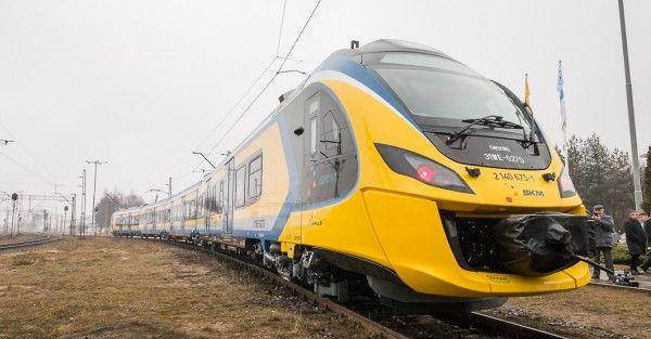 Kolejarze wreszcie poszli po rozum do głowy i połączyli dwa nowe pociągi Newag Impuls w jeden dłuższy skład. Takie rozwiązanie proponowaliśmy już w momencie