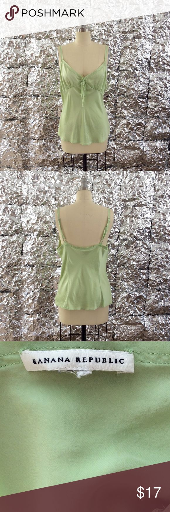 ✨Banana Republic Top✨ Women's Banana Republic top. The size tag is missing, but it looks like a size large. 100% silk. A beautiful garment! Feel free to ask questions or make an offer! ✌🏼️💕 Banana Republic Tops Camisoles