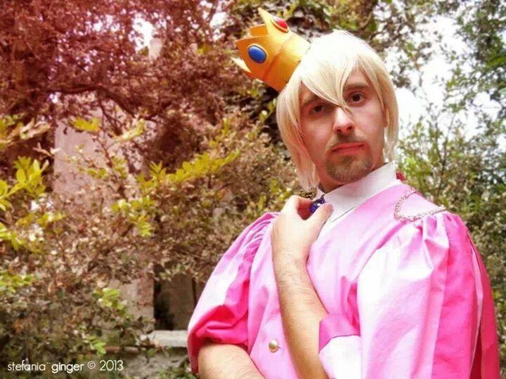 Personaggio: Principe Peach Gioco: Super Mario Bross alternativo PH: @lucyginger93