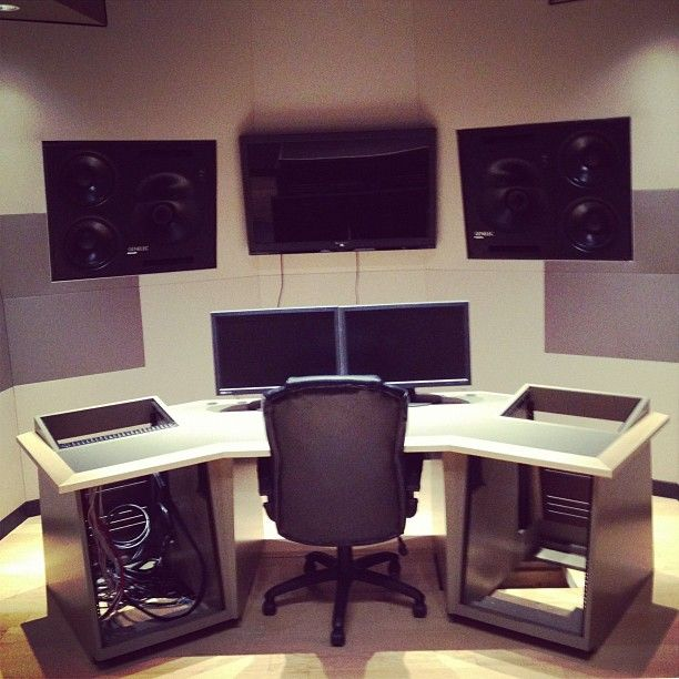 Deadmau5 Took This Picture Of The Home Studio Heu0027s Building.