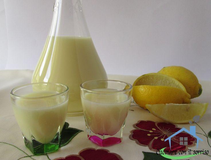 La crema di limoncello è un liquore leggero e fresco ottimo come fine pasto digestivo.