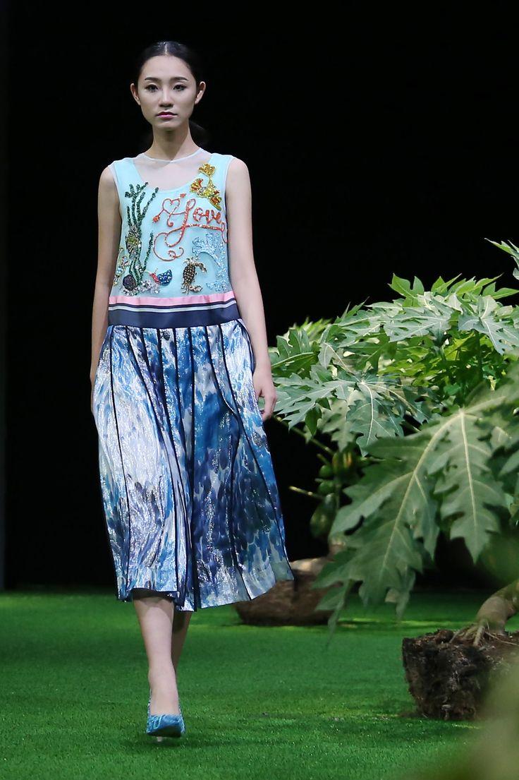 Vietnam Fashion Week SS17 - Ready to wear.    Designer: Hung Viet  Photo: Cao Duy