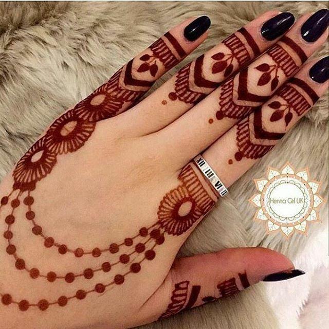 Minimal back hand mehndi design