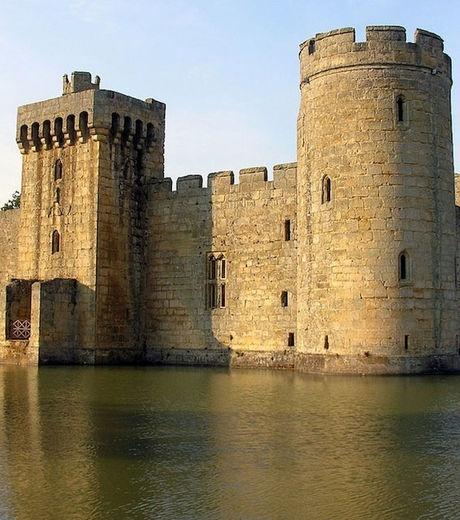 L'ancien chateau de Bodiam Castle dans le Sussex, en Angleterre