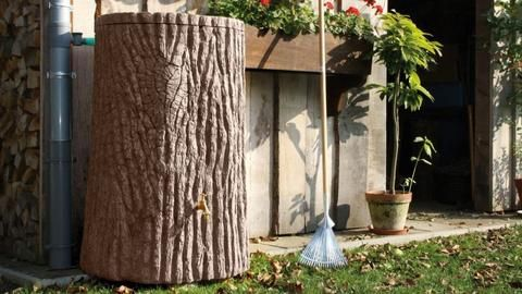 Evergreen Water Butt – 475 Litres £269.00! The astonishingly realistic bark detailing of the Evergreen is lifted directly from the surface of an ancient oak tree. Available in both dark and light natural wood shades, the water butt offers a capacity of 475 Litres is therefore best suited to larger gardens. This premium water butt features a removable childproof lid and a 3/4″ brass tap. www.freeflush.co.uk #Gardening #Garden #Outdoors
