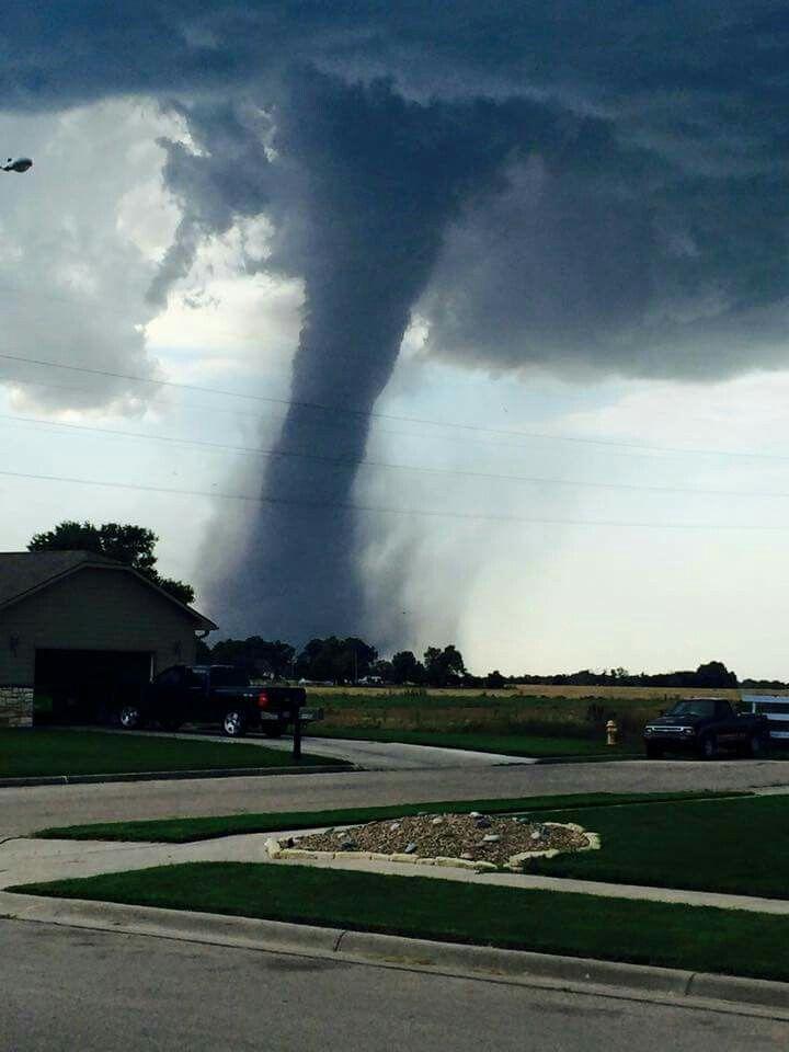 Hutchinson kansas tornado July 13 2015.