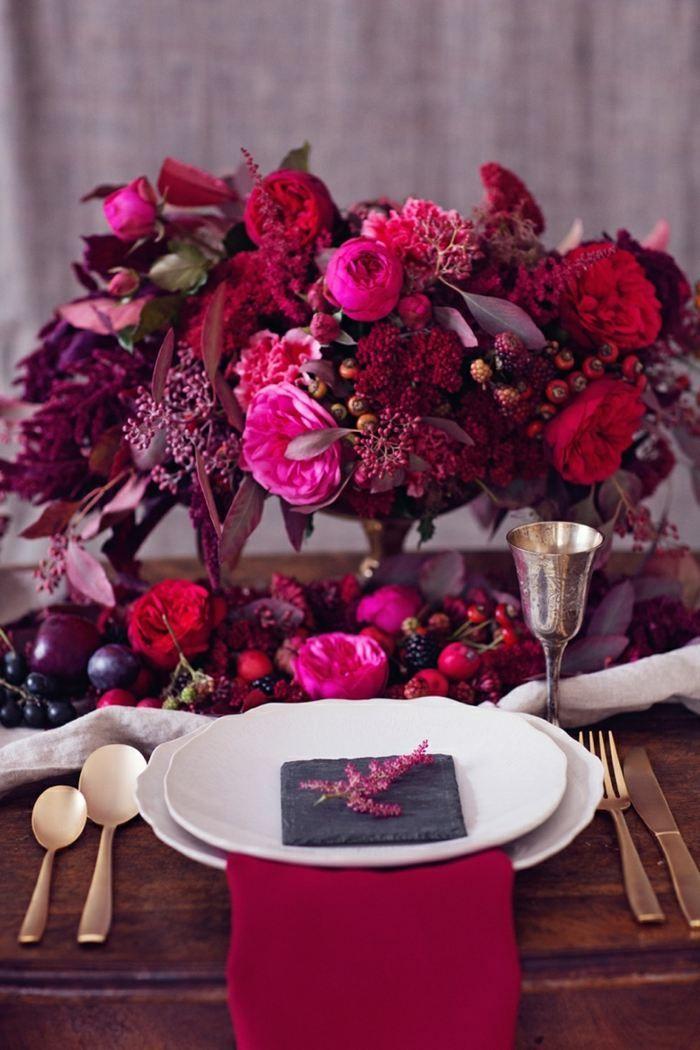 """Als Dekoration zur Hochzeit Blumen in der Farbe """"Fuchsia"""" wählen"""