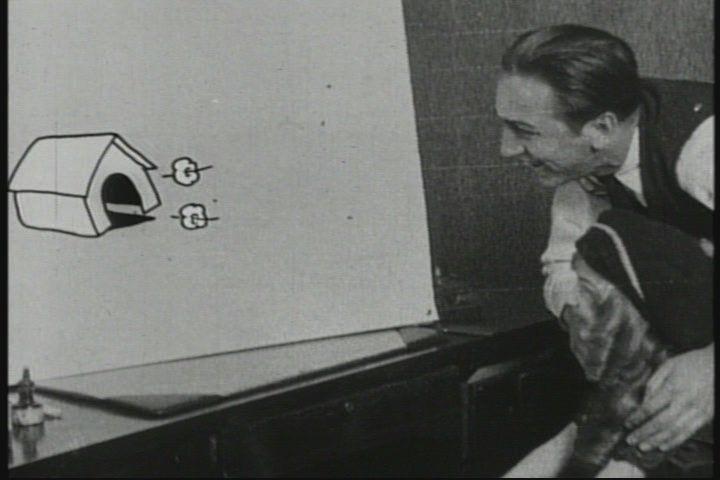 """Un frame di """"Alice's Wonderland"""" (1924) il primo film Disney dedicato ad Alice, ben dell'onnipervasivo film d'animazione a colori Alice in the Wonderland (1951).  Qui, Alice finisce nello studio del buon vecchio Walt Diseny, dove i disegni prendono vita.   Alice ne rimane talmente impressionata, che la notte stessa sogna un viaggio avventuroso nel paese di """"Cartoonland"""" a.k.a """"Disneyland"""".  Lo zio Walt aveva l'occhio lungo! :-P"""