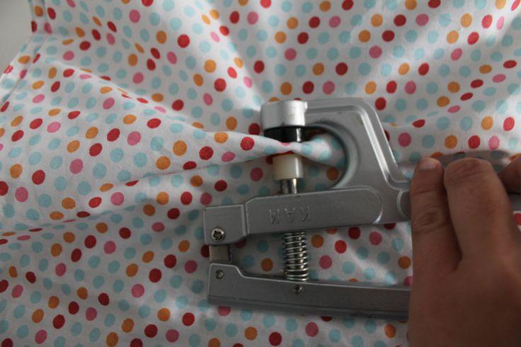 Comment poserune pression loin du bord de mon tissu? Ou comment ne pas s'énerver à essayer de faire passer 20 cm de tissu dans ma pince ...? C'est une technique très simple (trouvée en tât...