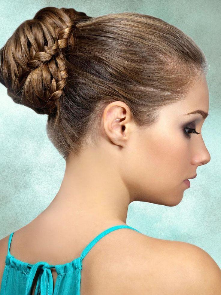 Hochsteckfrisuren für lange und mittellange Haare: Dutt mit Flechtelementen