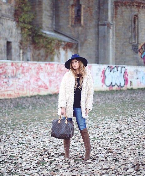 Get this look: http://lb.nu/look/8587205  More looks by A TRENDY LIFE: http://lb.nu/atrendylife  Items in this look:  Blanco Abrigo, Zara Jersey, El Corte Inglés Jeans, Louis Vuitton Bolso, Zara Sombrero, Alma En Pena Botas   #bohemian #casual #chic #boholook #botasaltas #denim #jeans #blanco #zara