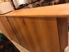 ΠΑΣΟ Κουζίνας σε αριστη κατασταση με τρεις αποθηκευτικους χωρους μπροστα εχει γυαλινο πορτακι. Οι διαστασεις ειναι 1 , 27 μ. μήκος 1 , 19 ύψος , 40 εκ. βάθος , ειναι απο μελαμινη. Αγορασμενο προ τριετιας απο neoset., τιμή 150€