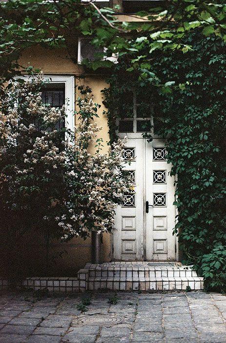 .Old House, The Doors, Secret Gardens, Dreams, Hidden Doors, Tile Doorway, Front Doors, Outdoor Spaces, Old Doors