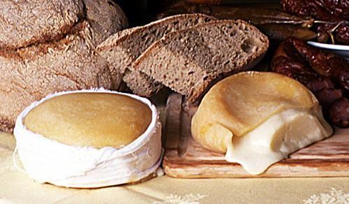 My all time favorite cheese from my home country.....Serra-da-Estrela cheese, Centro de Portugal Region, Portugal