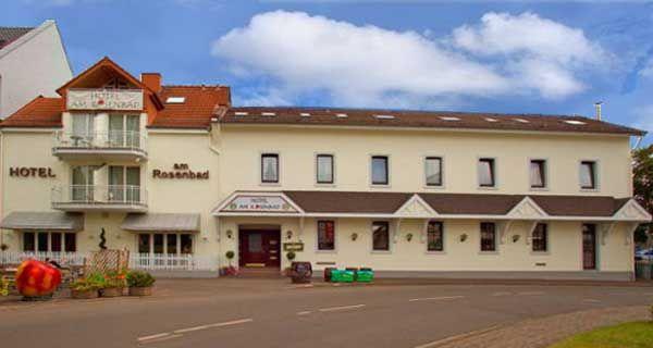 Hotel am Rosenbad, www.hotel-rosenbad-fulda.upps.eu, Willkommen in Ihrem Hotel in Fulda! Das preiswerte Stadthotel in Fulda für Geschäftsleute und Familien liegt in Fussentfernung zur Altstadt, dem Barockviertel und dem Naherholungsgebiet Aueweiher. Profitieren Sie bei einem Aufenthalt in unserem preisgünstigen Stadthotel.