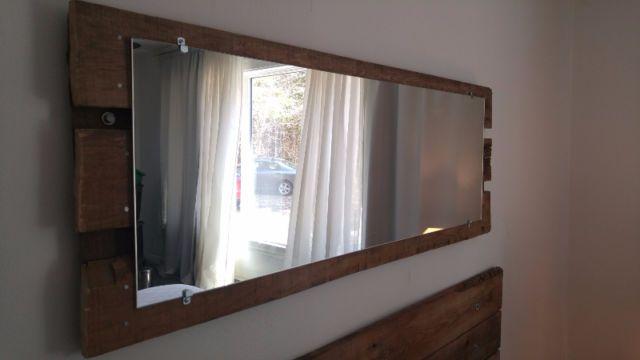 Lit t te de lit miroir et table en bois de grange for Miroir bois de grange