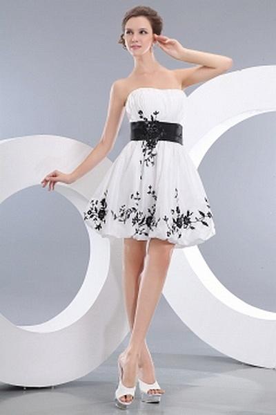 Romantische Trägerlose Ballkleid Kleid ba0981 - http://www.brautmode-abendkleid.de/romantische-tragerlose-ballkleid-kleid-ba0981.html - Ausschnitt: Trägerlos. Stoff: Taft. Ärmel: Ärmellos. Farbe: Weiß. Silhouette: Ballkleid. - 182.59