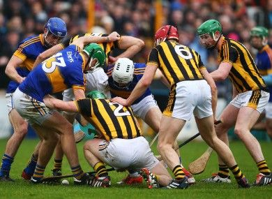 A scrum develops for possession between Kilkenny and Tipperary players.